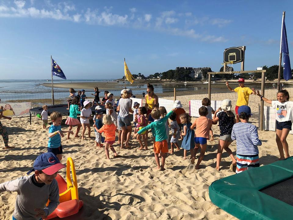 jeux-sable_activites-enfants_activites-nautiques_club-de-plage-men-du_carnac-1