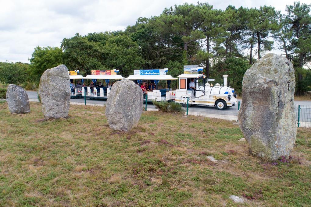 menhirs_petit-train-touristique_le-bayon_visite-guidee_carnac