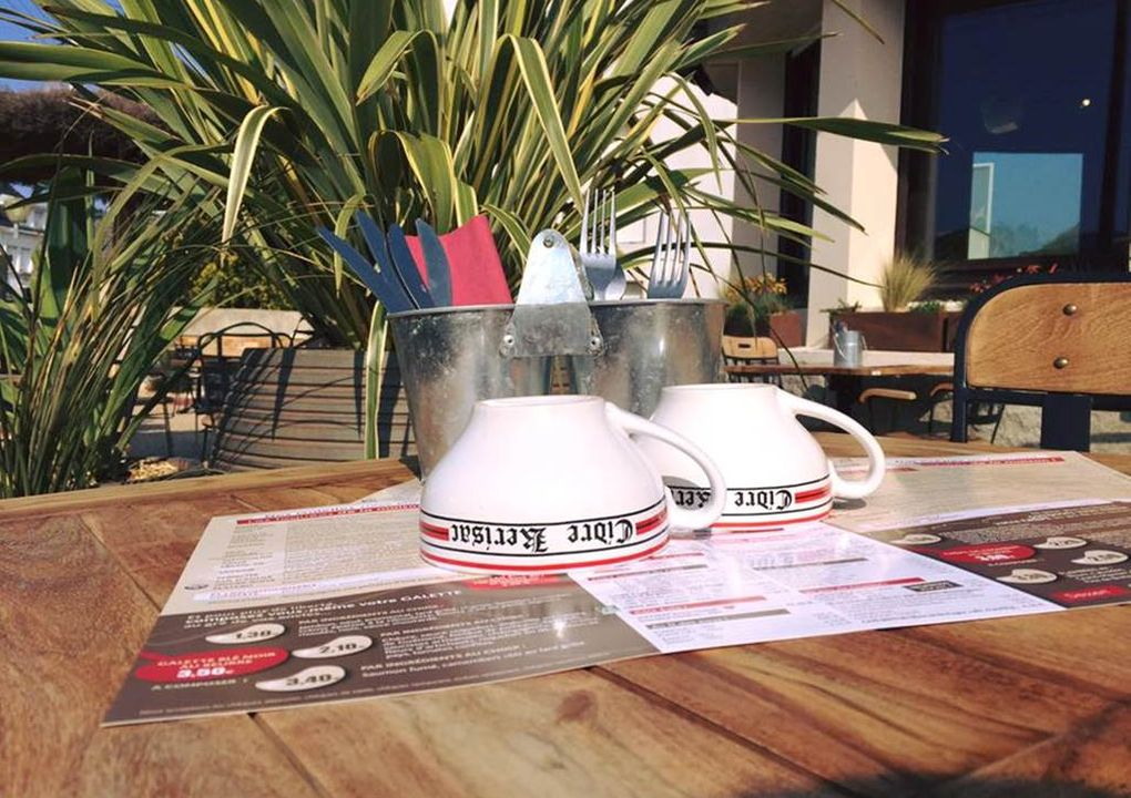 terrasse_restaurantcreperiecarnac_lapoeleacrepes