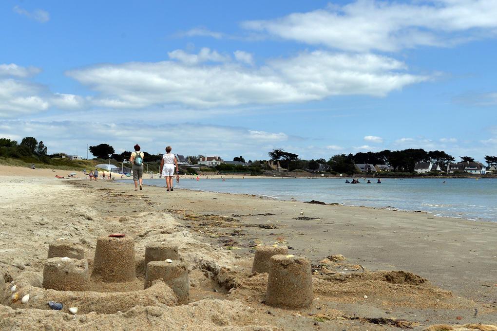 plage-a-proximite-du-camping_hebergement_camping-de-la-plage_la-trinite-sur-mer