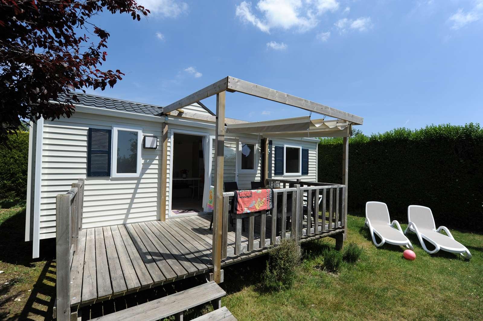 exterieur-terrasse-mobile-home_hebergement_camping-de-la-plage_la-trinite-sur-mer