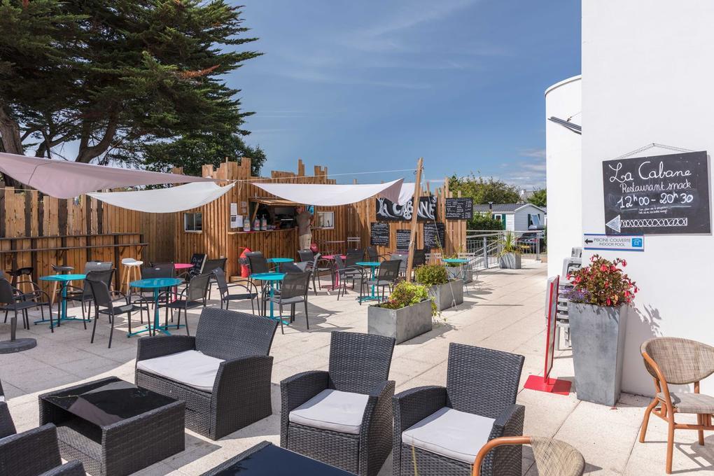 bar_salon-de-jardin_camping-des-menhirs_carnac