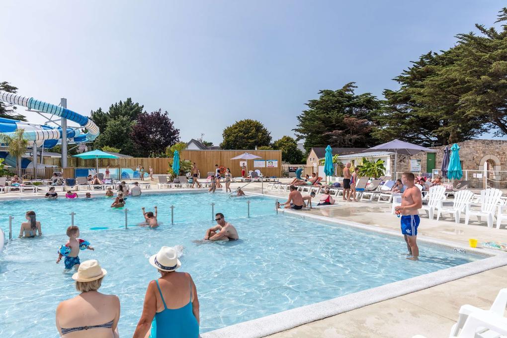 piscine_vacanciers_camping-les-menhirs_carnac